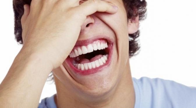 Tertawa berlebihan saat di pesawat mengganggu penumpang lainnya. (sumber foto. nydailynews.com)