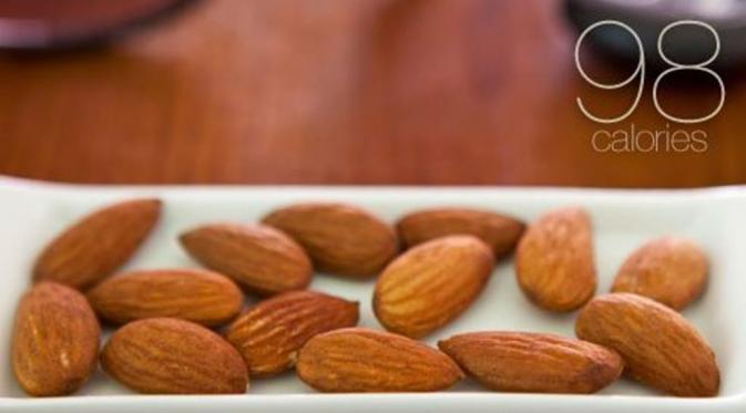14 buah kacang almon. (Via: webmd.com)