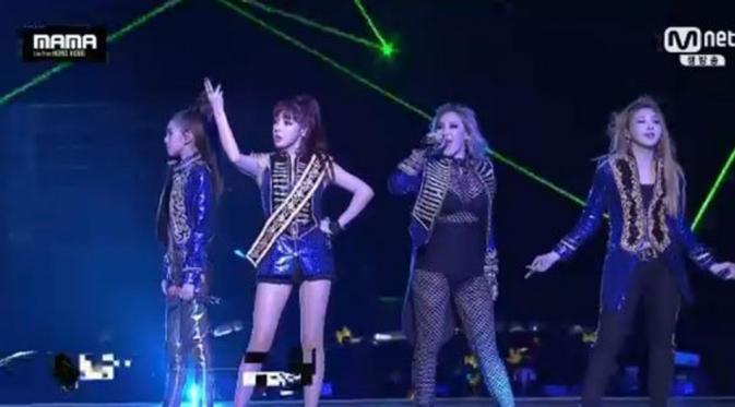 2NE1 Berhasil Guncang Panggung MAMA 2015 [foto: twitter]