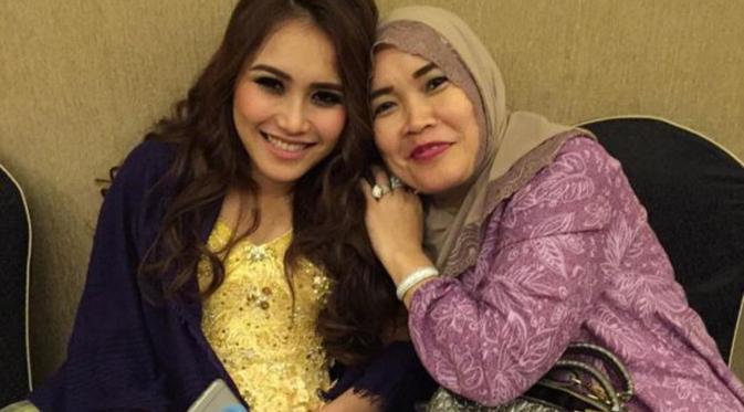 Ayu Ting Ting dan Umi Kalsum (Instagram/@mom_ayting92)