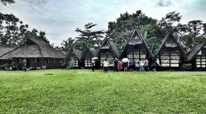 Lumbung padi tempat menyimpan hasil panen padi untuk satu tahun ke depan.