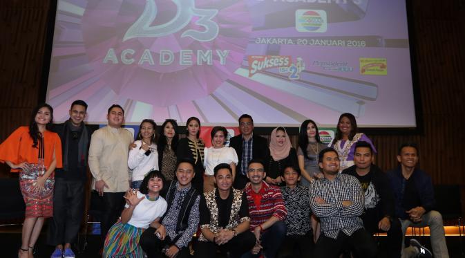 Host, juri, komentator serta alumni D'Academy saat menghadiri Dangdut Academy 3 di SCTV Tower, Rabu (20/1/2016) [foto: Herman Zakharia]
