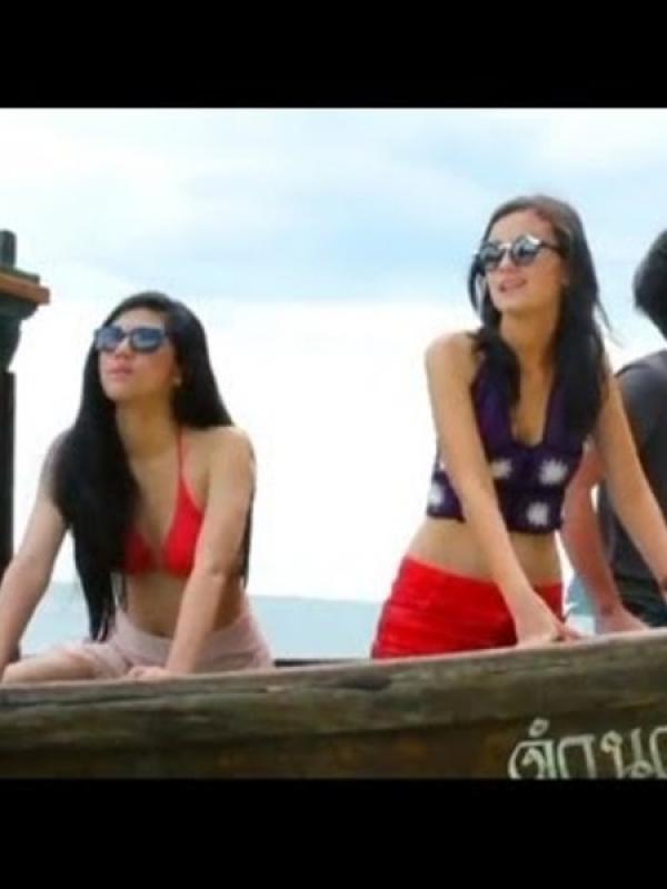 Dj Una Tampil Seksi Di Film Air Terjun Pengantin Phuket