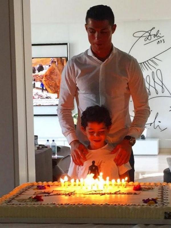 Cristiano Ronaldo Ultah Netizen Beri Ucapan Selamat News Entertainment Fimela Com