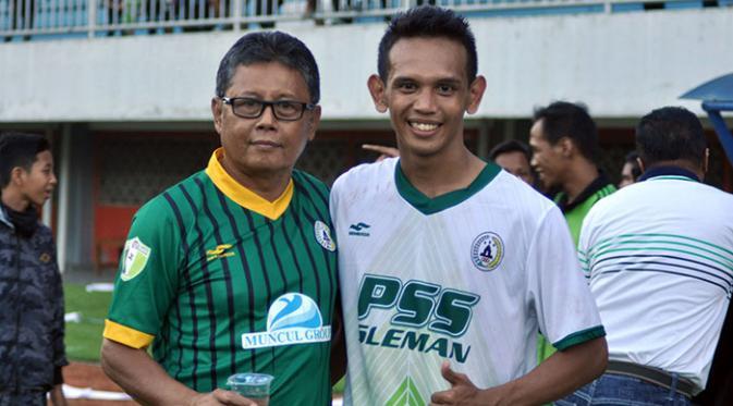 Herry Kiswanto (kiri), yang disanksi seumur hidup larangan beraktivitas di lingkungan sepak bola PSSI akibat sepak bola gajah. (Bola.com/Romi Syahputra)