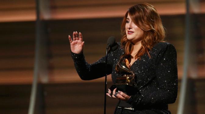 Meghan Trainor tak kuasa menahan tangis saat menerima penghargaan Best New Artist pada Grammy Awards ke-58 di Los Angeles, Senin (15/2). Penyanyi asal Massachusetts ini mencuri perhatian sejak 2014 dengan lagu