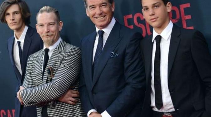 Sean Brosnan dan ayah (Hollywood.com)
