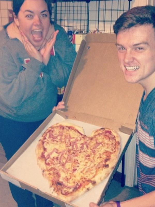 Melamar Pakai Pizza, 10 Pria Ini Beruntung karena Nggak Ditolak. (Foto:Buzzfeed.com)