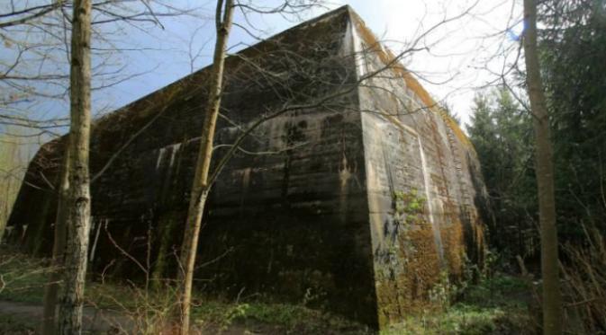 Salah satu contoh bunker Nazi Jerman semasa Perang Dunia II. Bunker yang satu ini merupakan markas Pasukan Darat Jerman (OKH) di desa Mamerki, kawasan Masuria, Polandia. (Sumber Tomasz Waszczuk)