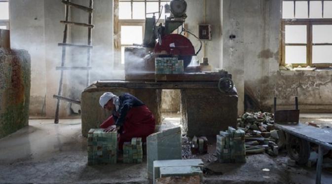 Sebuah pabrik marmer di Afghanistan (The Guardian)