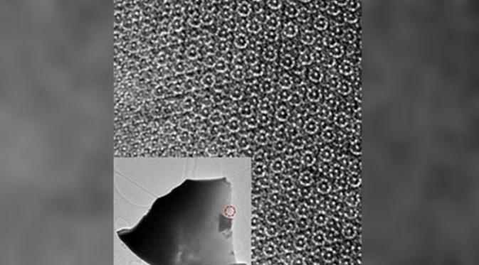 Pola pada kuasi kristal dengan menggunakan proses electron beam (Steinhardt et al.)