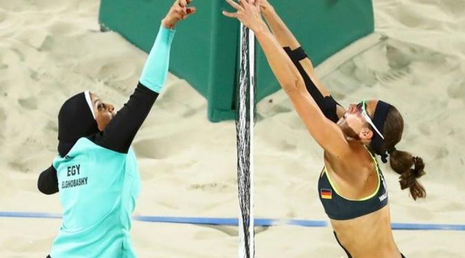 Kostum 'Kontras' Voli Pantai Mesir Vs Jerman di Olimpiade Rio (Reuters)