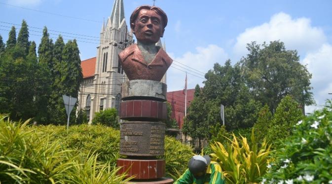 Monumen Chairil Anwar di Jalan Basuki Rahmat Kota Malang tak banyak diketahui warga. (Zainul Arifin/Liputan6.com)