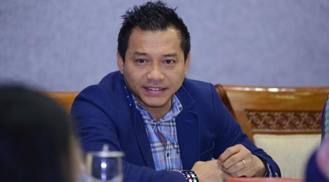 Anggota Komisi X DPR RI Anang Hermansyah mempertanyakan sikap aparat keamaman yang berlebihan saat mengamankan konser Superman is Dead