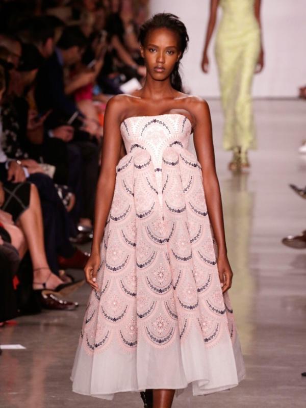 Pakaian rancangan Zac Posen di New York Fashion Week 2017. Sumber : chron.com