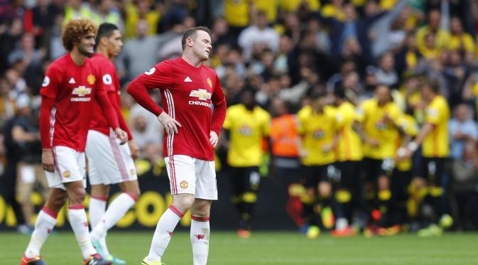 Ekspresi kecewa terlihat di wajah Wayne Rooney saat Manchester United kalah dari Watford, pada laga lanjutan Premier League 2016-2017, di Vicarage Road (18/9/2016). Manchester United memiliki beberapa catatan kelam saat takluk di tangan tim-tim kecil pada