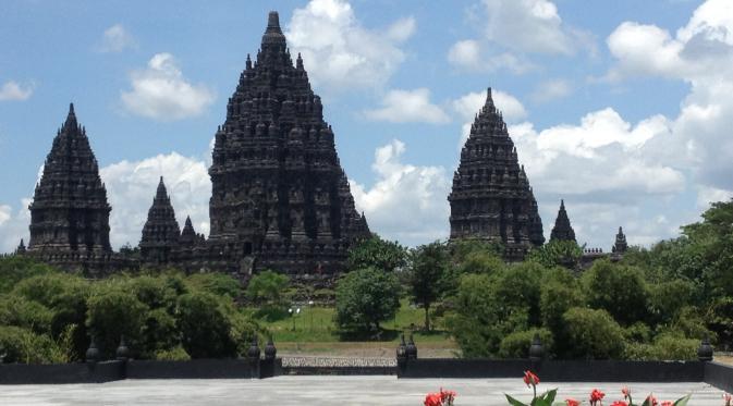 Kisah cinta Bandung Bandawasa untuk Lara Jongrang lebih terkenal dibandingkan sejarah asli dari pembuatan Candi Prambanan. (Liputan6.com/Switzy Sabandar)