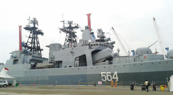 Kapal destroyer milik Rusia, Admiral Tributs, mengunjungi Indonesia (Liputan6/Citra Dewi)