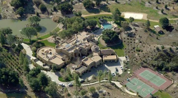 Will Smith membangun kastil atau istana kecil dengan fasilitas super lengkap sebagai kediamannya.