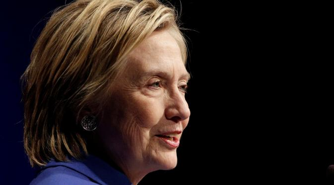 Hillary Clinton mendapat kejutan Thanksgiving dari bocah berusia 6 tahun. (REUTERS/Joshua Roberts)