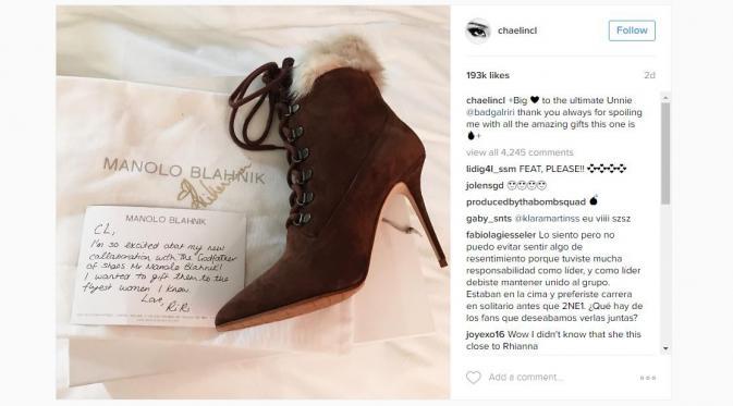 Rihanna berikan sepatu untuk CL eks 2NE1.