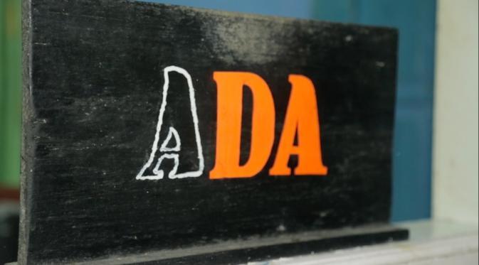 Tanda ADA Menunjukkan PSK Tersedia di Gang Sadar (Liputan6.com/Balgoraszky A. Marbun)