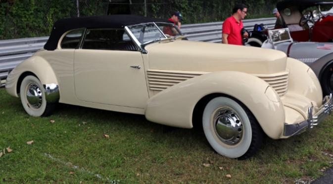Cord 812 Supercharged Convertible Phaeton. (Sumber Wikimedia Commons)