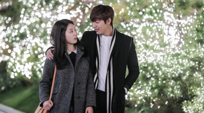 Adegan romantis Park Shin Hye dan Lee Min Ho dalam drama The Heirs (2013).