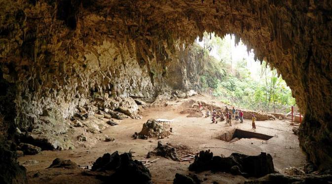 Liang Bua, tempat ditemukannya Homo floresiensis (Wikipedia)