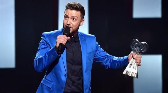 Justin Timberlake mendapat penghargaan dalam ajang iHeartRadio Music Awards 2015. (foto: nydailynews)
