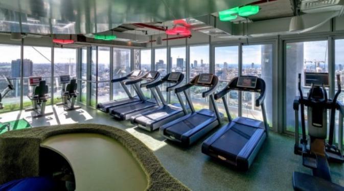 Ruang fitness di kantor Google Tel Aviv   via: lifehack.org