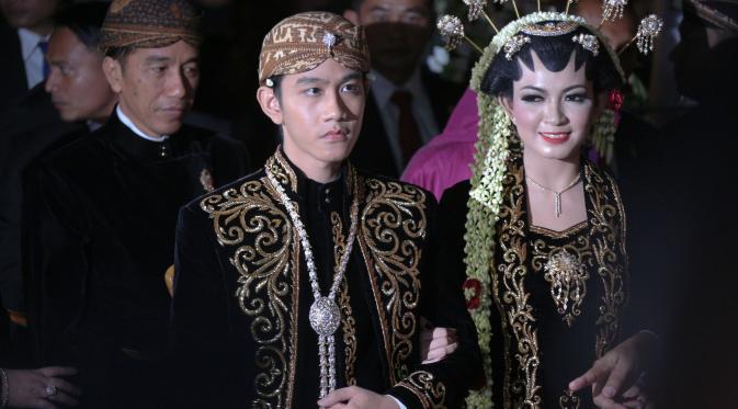 Acara resepsi malam pernikahan Gibran Rakabuming Raka dan Selvi Ananda di Gedung Graha Saba Buana, Solo, Jawa Tengah, Kamis (11/6/2015). (Liputan6.com/Faizal Fanani)