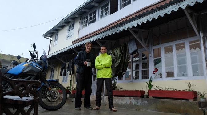 Wheel Story dan kawan-kawan sengaja datang ke Darjeeling untuk melihat moment tersebut sambil menikmati teh.