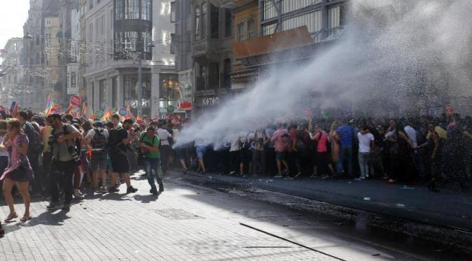 Parade pernikahan sesama jenis yang berakhir ricuh di Turki [Foto: FoxNews]