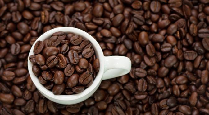 Meskipun mengkonsumsi kafein (kopi, teh, cokelat, soda, dll) telah menjadi kebiasaan, dengan membatasi minuman tersebut, badan anda akan terasa lebih segar dan tidak menimbulkan bau. (Istimewa)