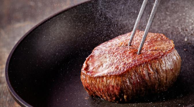 8 Hal yang Seharusnya Nggak Kamu Lakukan Saat Memasak 'Steak'. | via: annjaneliving.com