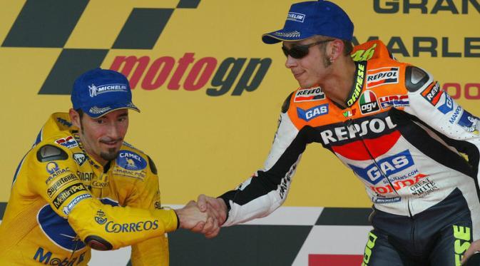 Meskipun sama-sama berasal dari Italia, Max Biaggi dan Valentino Rossi tak pernah akur. (Red Bull)